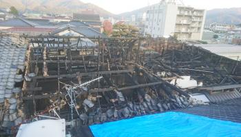 火災で蔵が半焼した兵庫県の山陽盃酒造の様子