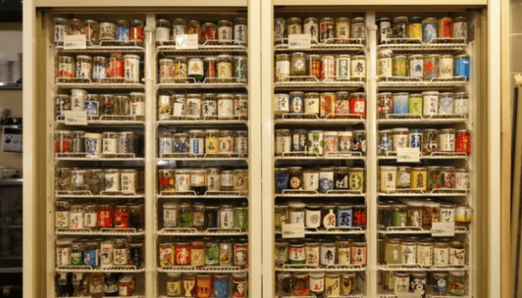 大衆居酒屋「千酉足」が揃える200種類のカップ酒の写真