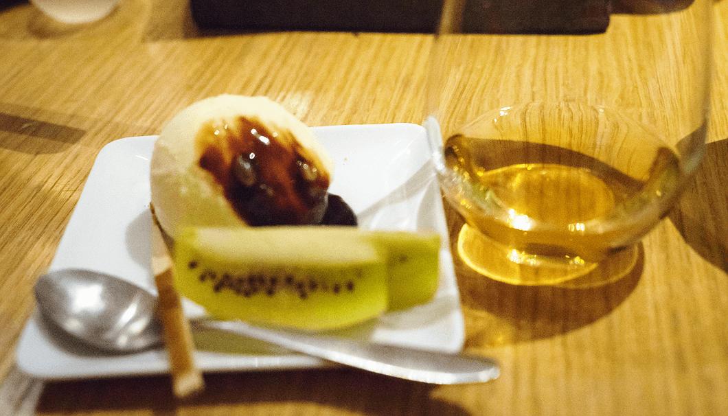 バニラアイスとカカオソース