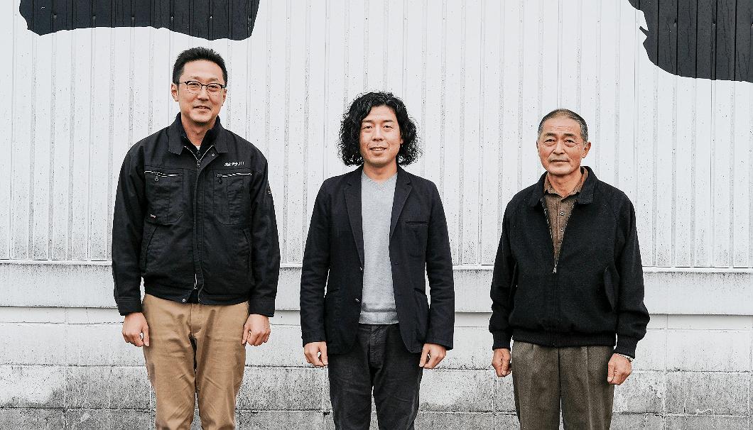 左から順に、楯の川酒造・佐藤淳平さん、ハミングデザイン代表 ・宮城良太さん、有機栽培米の農家・佐藤清人さん