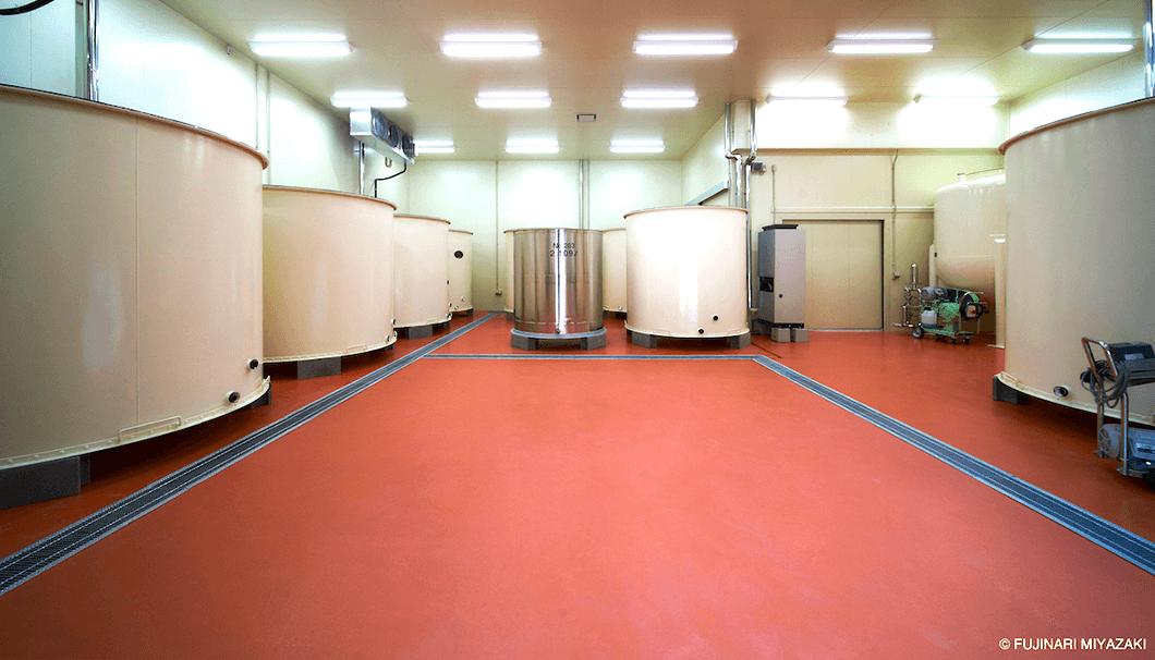 重家酒造のタンク室
