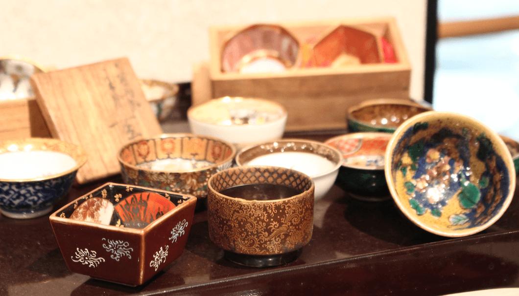 「菊水日本酒文化研究所」に展示されている酒器