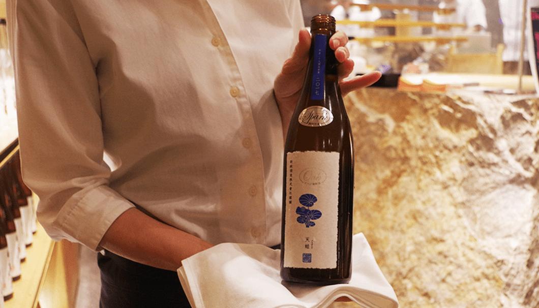 EXILEの橘ケンチさんと新政酒造のコラボ商品「亜麻猫橘(あまねこたちばな)」