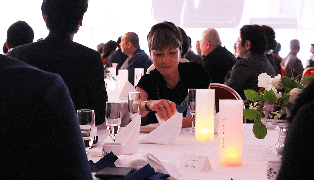 食べログアワード2019の各テーブルに置かれた受賞を知らせるライト