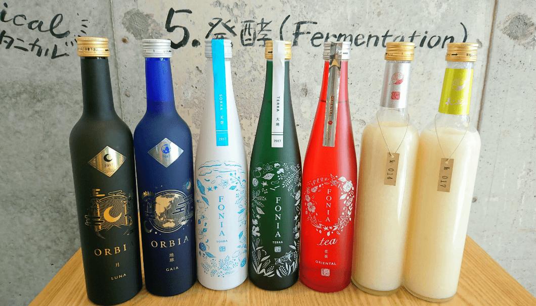 日本酒ベンチャー・株式会社WAKAZEのお酒が並んでいる写真