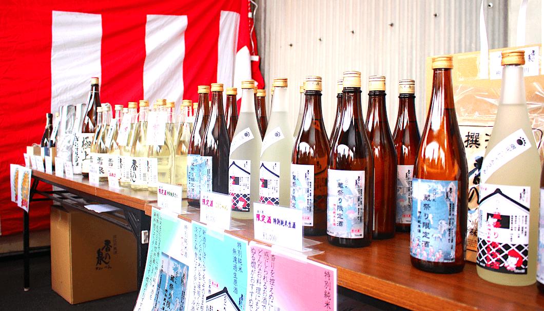 竹内酒造の蔵開に並ぶ日本酒
