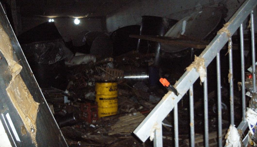 津波の被害にあった佐々木酒造店の蔵内部