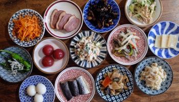 豆皿にお料理が並んだ写真