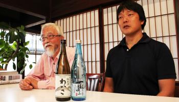 小浜酒造 社長の吉岡洋一さん(写真左)と取締役の高岡明輝さん