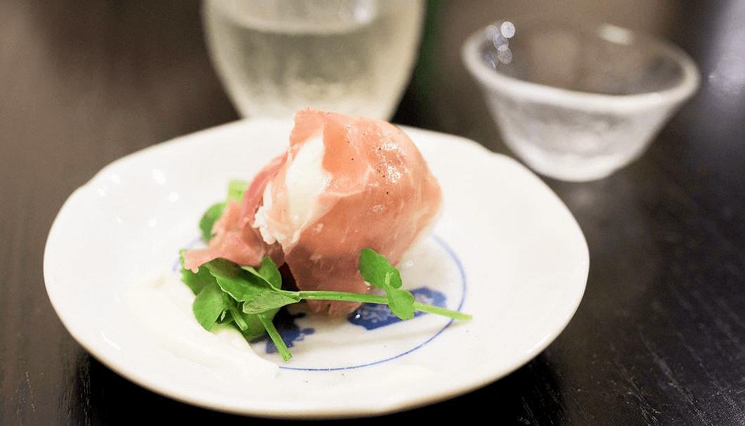 「とちおとめとフレッシュチーズの生ハム包み」×「富士錦 純米吟醸ヌーヴォー」