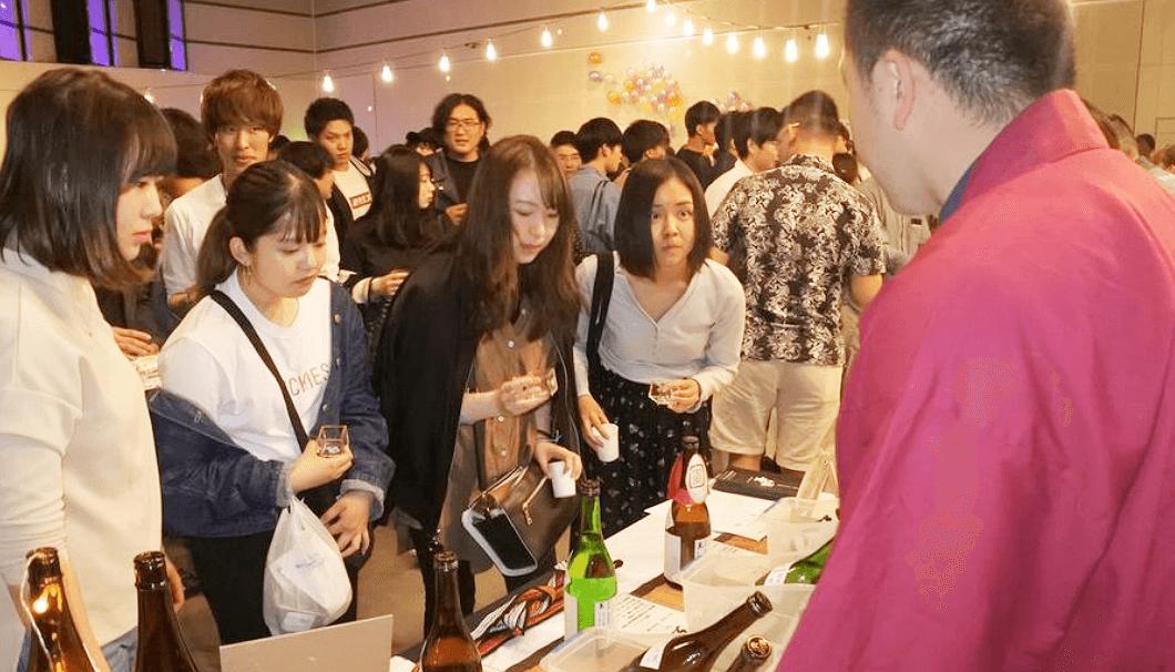 「SAKE Fes in 上田」の酒蔵ブースのようす