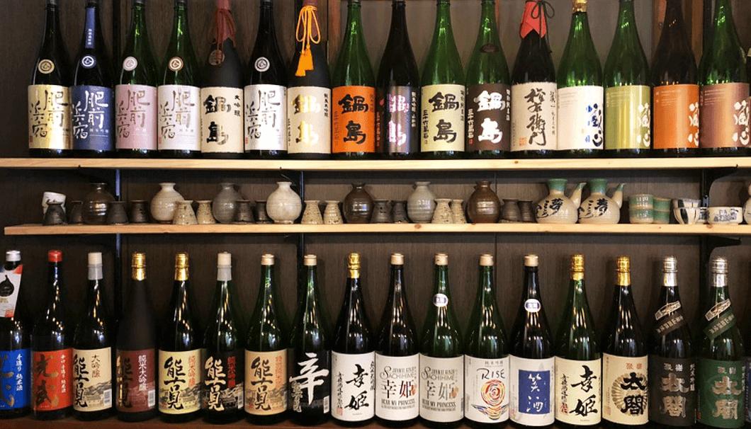 「そばダイニング 龍庵(りゅうあん)」の日本酒ボトル