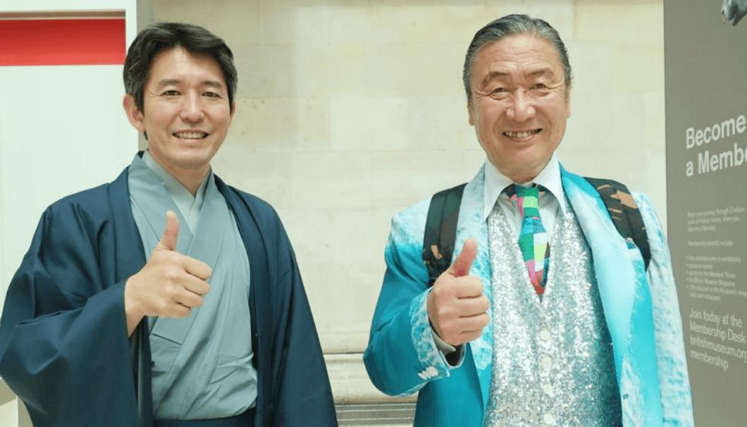 旭酒造・桜井社長(左)とデザイナーの山本寛斎氏(右)
