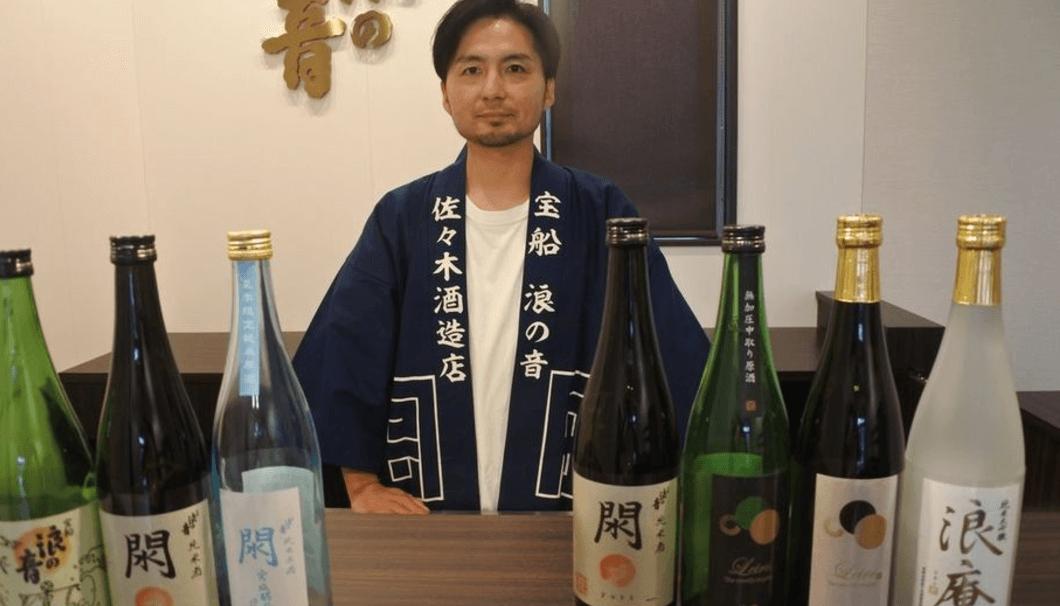 杜氏の佐々木淳平さんと、日本酒の写真