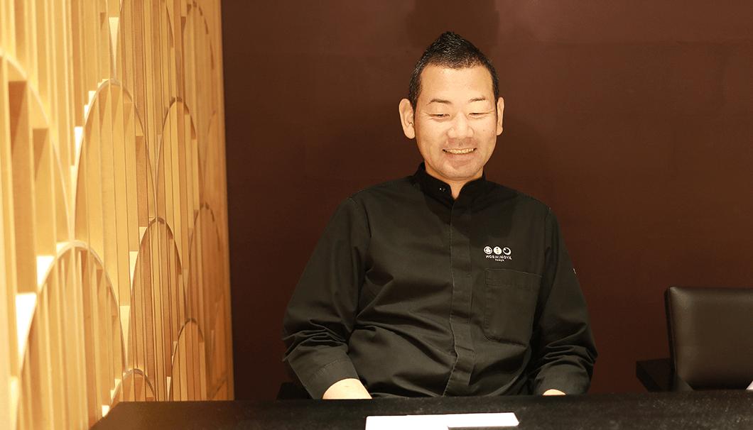 インタビューに答える浜田さん