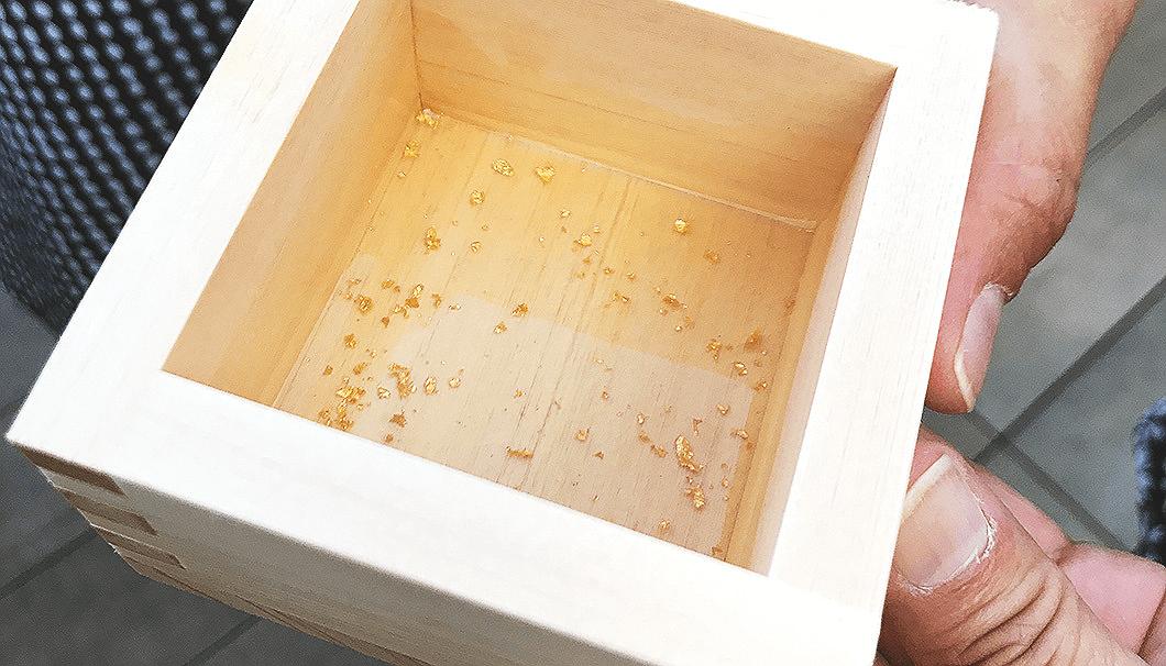 令和を祝ったテイスティングイベント「Ringing in Reiwa」で配られた金粉入りの枡酒