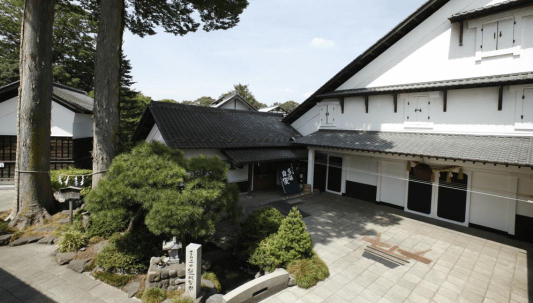 「多満自慢」を醸す石川酒造(東京都福生市)の蔵の外観