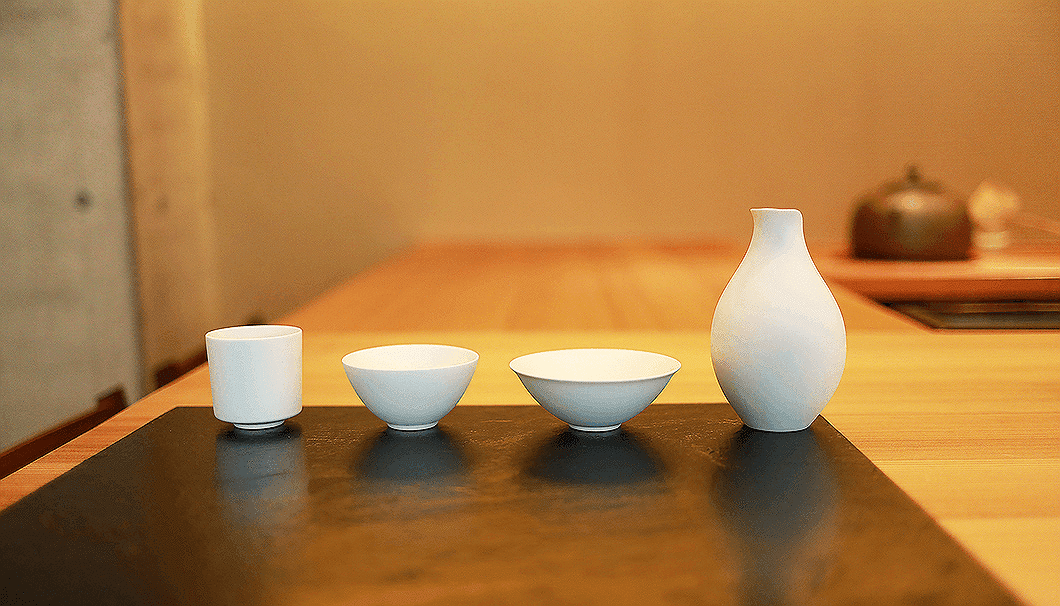 宮下さんが開発した酒器「asobi sake ceramics」