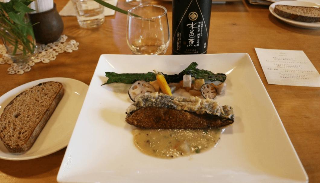 「湯葉、蓮根、豆腐のフライドフィッシュ仕立て ハーブヴィネガーソース」×「水芭蕉 雪ほたか 純米大吟醸」