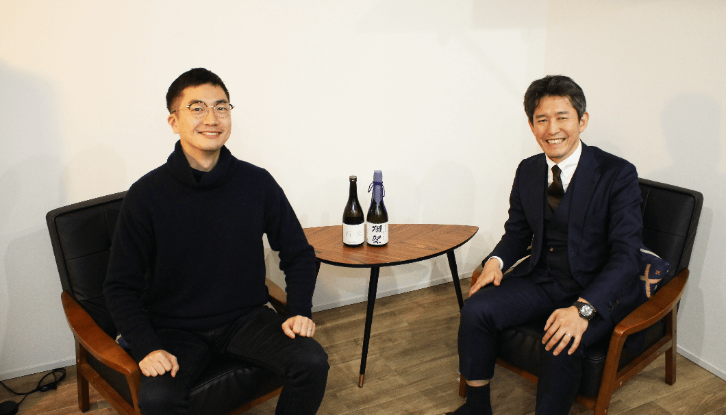 旭酒造 代表取締役社長の桜井一宏さん(写真右)と株式会社Clear代表の生駒龍史
