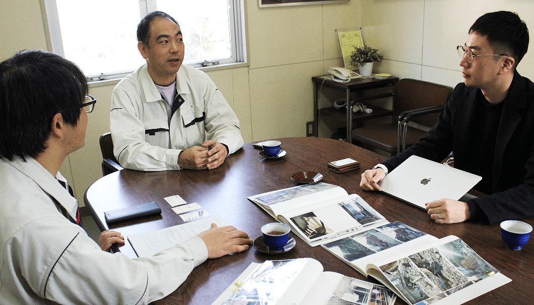 沢の鶴株式会社 製造部の課長・牧野さんと、次長・今野さん、株式会社Clear代表の生駒