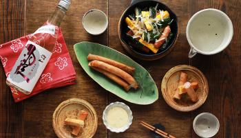 常山 純米吟醸 霞」と 「ソーセジとズッキーニのオーブン焼き」「ソーセージとズッキーニの春巻き」