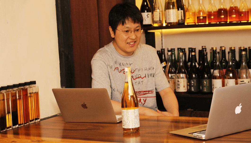 古酒・熟成酒専門店「いにしえ酒店」の薬師大幸さん