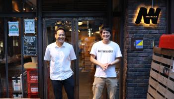 左から代表の細井さんと現醸造長の岡住さん