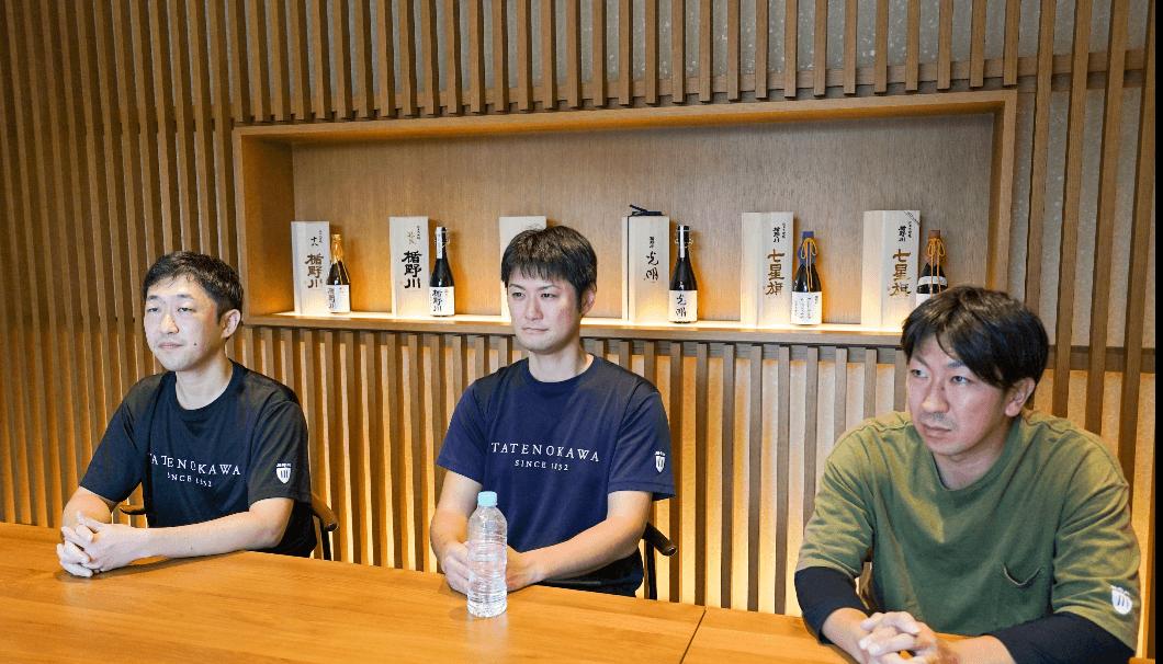 製造部次長・川名啓介さん、製造部係長・佐藤秀雄さん、製造部課長・長谷川千浩さん