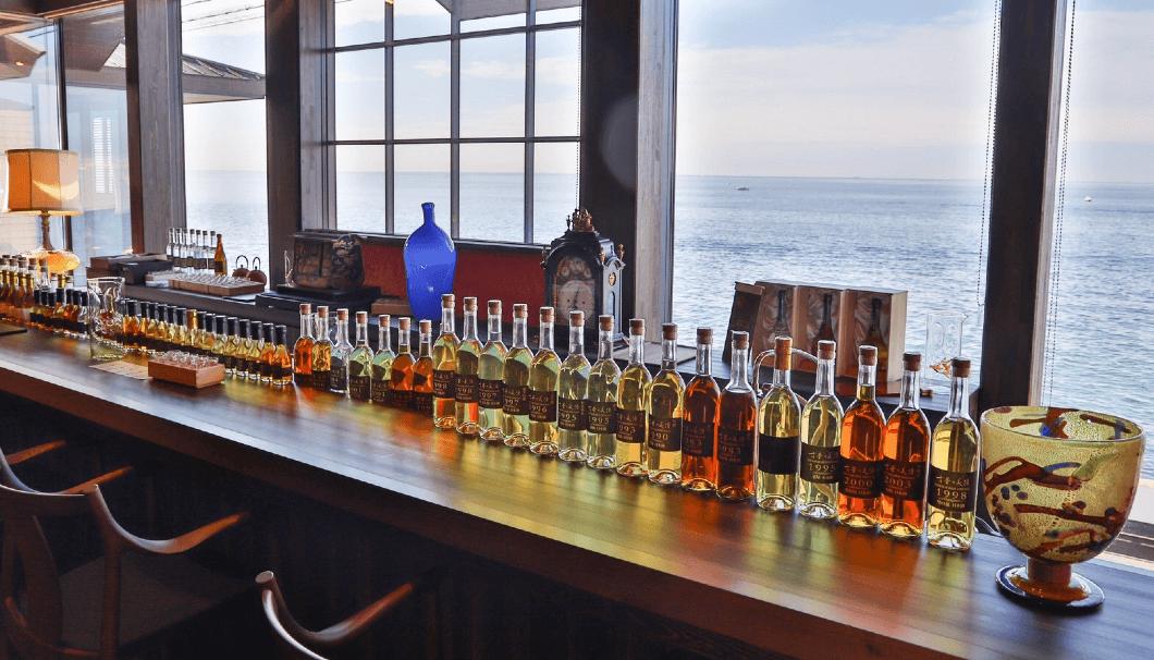 古酒が集結するショップ&バー「青海波 古酒の舎」