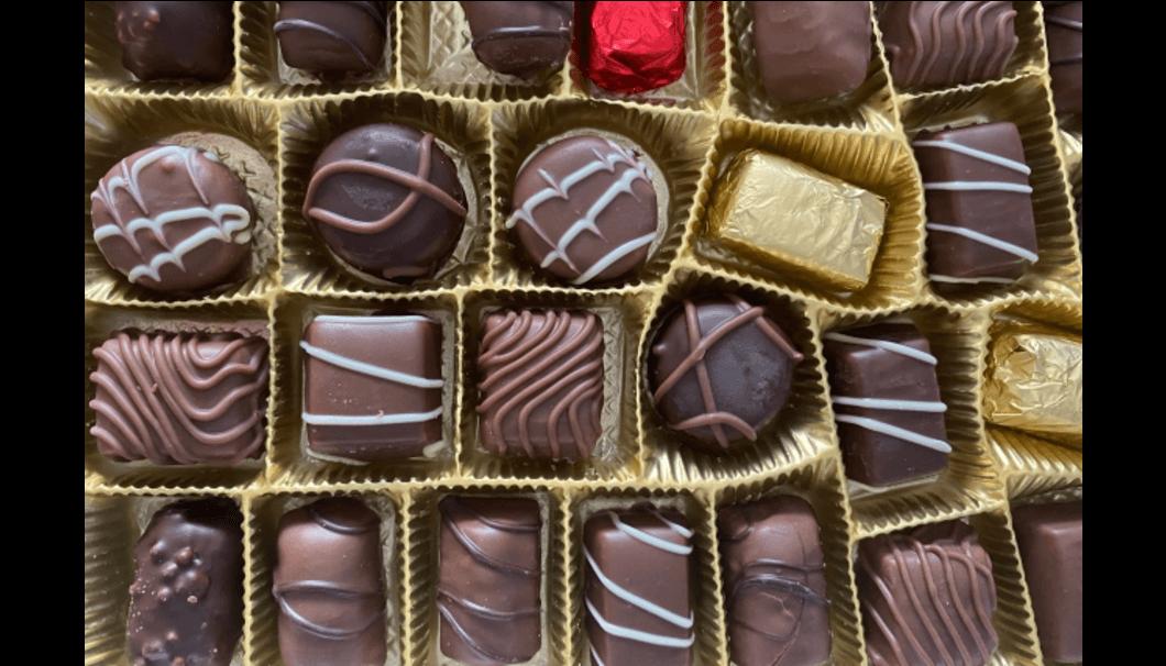 バレンタインアイテムとしても人気の『純米原酒カワセミの旅』の酒蔵がおすすめペアリングベスト1位 チョコレート