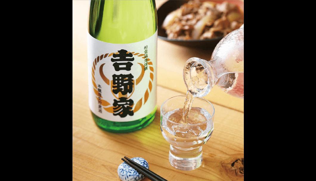 柏露酒造株式会社(新潟県長岡市)は、「𠮷野家 本醸造生貯蔵 柏露酒造謹醸 720ml/300ml瓶」