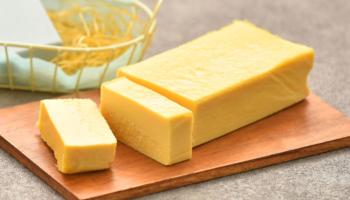 秋田キャッスルホテルの熟成酒かす香るチーズテリーヌ