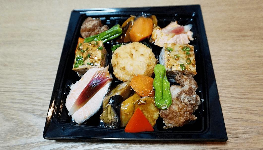 和食屋の惣菜えん「ちょっと贅沢な惣菜セットA」1,300円(税込・袋代込)