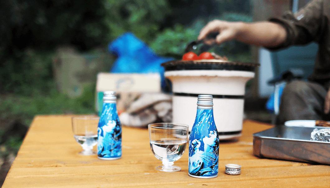 日本酒缶ブランド「HITOMAKU」の「CHALLENGE BLUE」