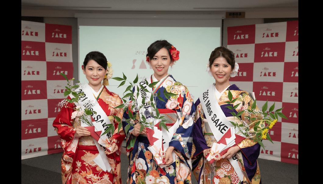 グランプリの松崎未侑さんと準グランプリの斉藤百香さんと糟谷恵理子さん