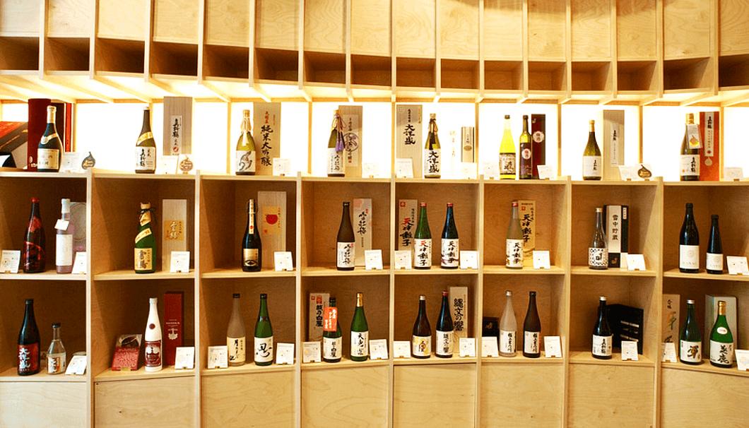 販売価格30~40ユーロ前後の辛口の吟醸酒が売れ筋。贈答用には化粧箱入りの日本酒も人気