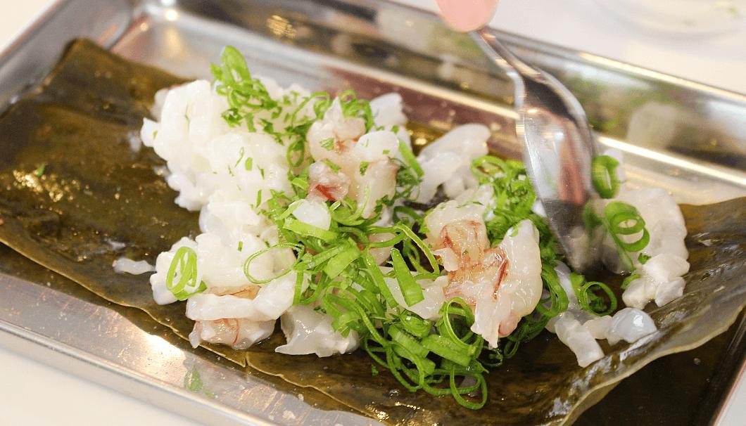 いかと赤海老を薬味とオリーブオイルで和える