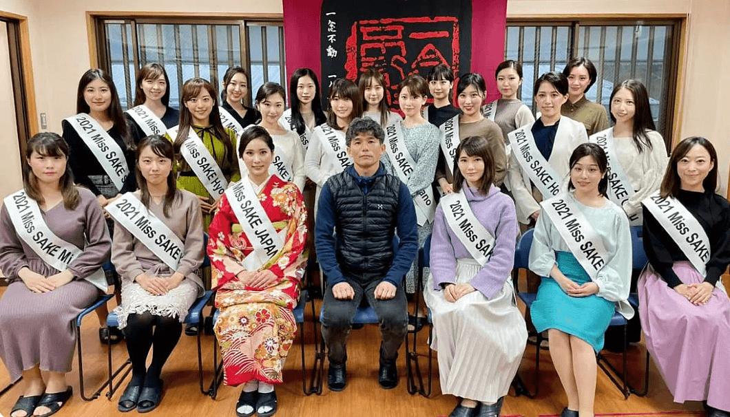 松崎さんが愛知の地酒の魅力を他都道府県から参加したファイナリストに共有できたという関谷醸造での酒蔵見学。(最後列の左から2人目が松崎さん)