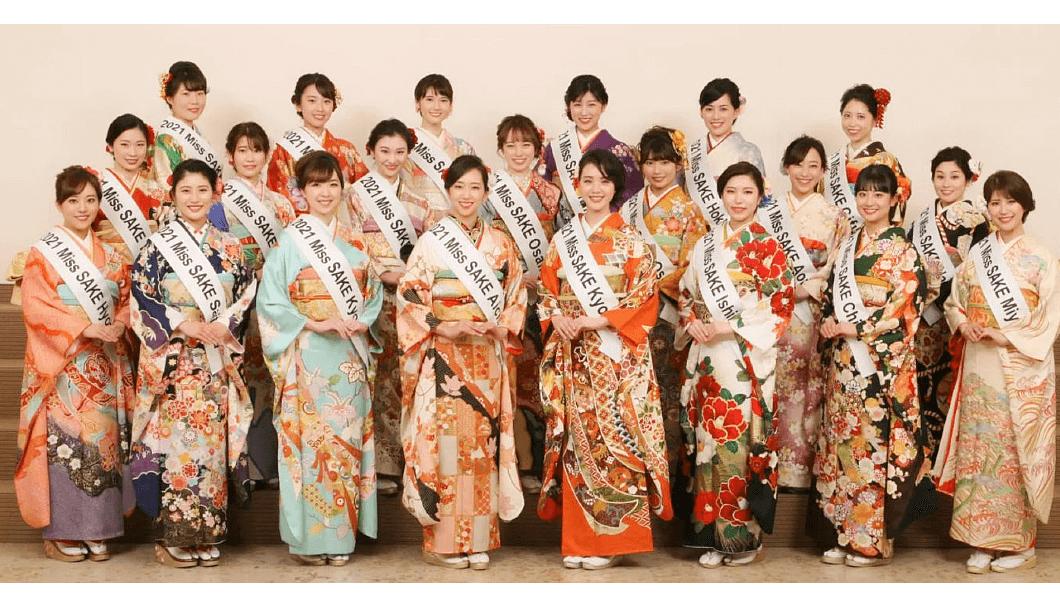 ファイナリストお披露目会(前列左から4人目が松崎さん)